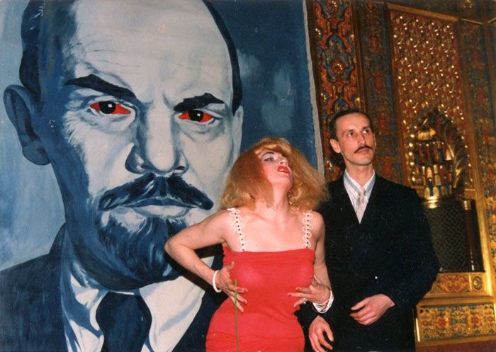 Vladislav Mamyshev-Monroe and (E-E) Evgenij Kozlov at the opening of the exhibition Умелые ручки / Skilled Hands at the Mayak Club, Leningrad, 17 May 1990. Left Kozlov's The Great Le-yeh-nin.